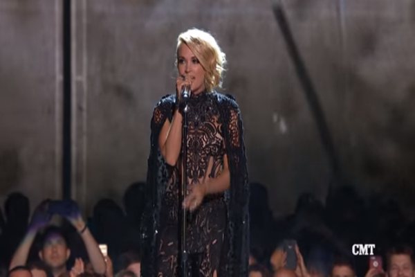 carrie underwood 2016 cmt performance