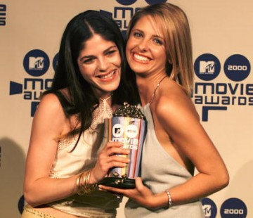 Selma Blair and Sarah Michelle Gellar of 'Cruel Intentions' pose for a shot at MTV Movie Awards 2000 at Sony Pictures Studio in Culver City, CA on June 03, 2000.