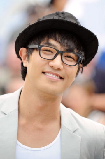 Jin Goo attends the 'Mother' photocall held at the Palais Des Festivals during the 62nd International Cannes Film Festival on May 16, 2009 in Cannes, France.
