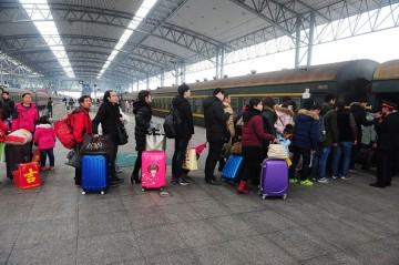 Travel innovations seek to provide commuters with more convenience as they travel during China's Spring Festival rush.