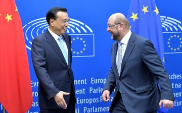 Chinese Premier Li Keqiang (L) meets with President of the European Parliament Martin Schulz (R) as he arrives for 10th EU-China Business Summit in Brussels, Belgium.