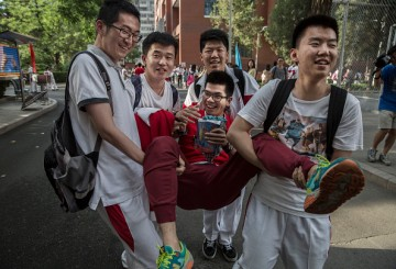 The United States is host to approximately 329,000 Chinese students.