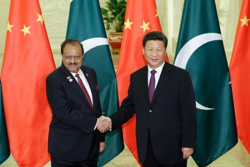 Pakistani President Mamnoon Hussain and Chinese President Xi Jinping agree to forge ahead with the CPEC.