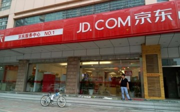 JD.com partners with Rakuten to bring Japanese products to the Chinese market.