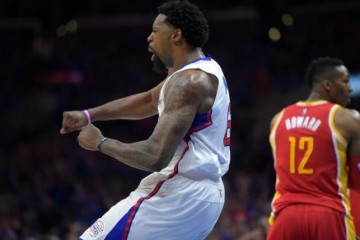 DeAndre Jordan reneges on his commitment to sign with the Mavs and decided to stay with the Clippers.