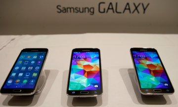 Samsung has brought out yet another handset model in their Galaxy series - the Samsung Galaxy S6 - which definitely has a better look and advanced features compared to its competitor Nexus 5X.