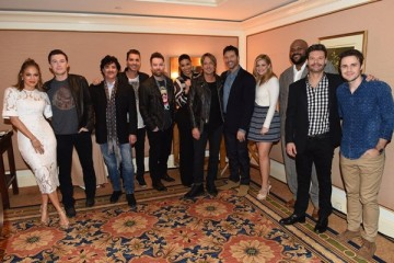 The 'American Idol 2016' judges, host and mentor poses with alums Nick Fradiani, David Cook, Jordin Sparks, Lauren Alaina, Ruben Studdard and Kris Allen.