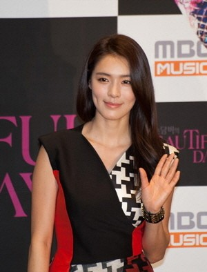 Former After School S Kahi Confirmed Pregnant Singer Expe