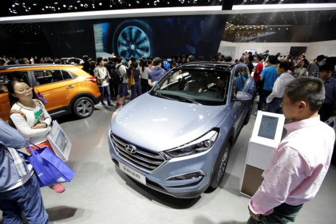 Consumers check the new Hyundai SUV at the 2016 Beijing Auto Show.
