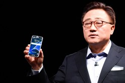 President of Mobile Communications Business of Samsung DJ Koh presents the new Samsung Galaxy S7 and Samsung Galaxy S7 edge, the predecessors of the Galaxy S8 and Galaxy S8 Edge.