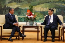 China's President Xi Jinping (R) talks with Chief Executive Officer of Disney Bob Iger as they meet at the Great Hall of the People on May 5, 2016, in Beijing, China.