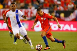 Chile winger Alexis Sanchez (R) in action versus Panama.