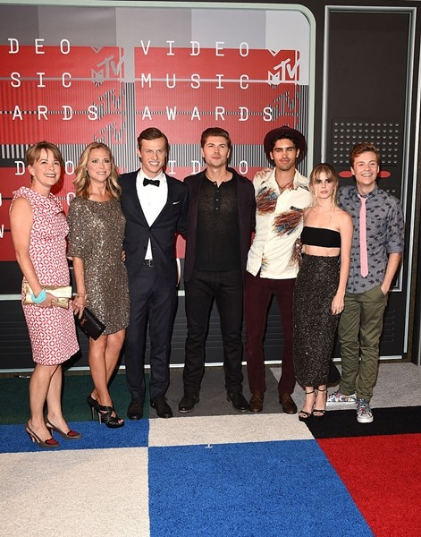 With Jill E. Blotevogel, 'Scream' actors Tracy Middendorf, Connor Weil, Amadeus Serafini, Tom Maden, Carlson Young and John Karna attend the 2015 MTV Video Music Awards.