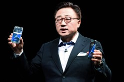 President of Mobile Communications Business of Samsung DJ Koh presents the new Samsung Galaxy S7 and Samsung Galaxy S7 edge.