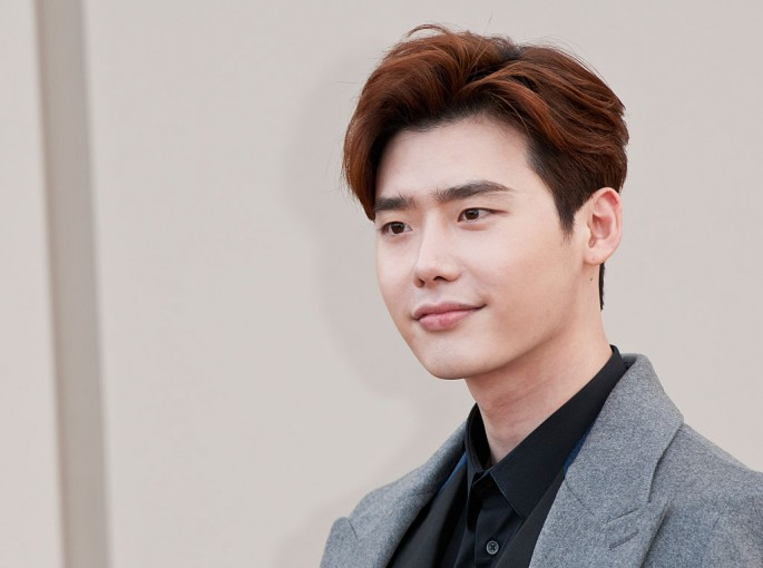 Lee Jong Suk attends the Burberry show during The London Collections Men AW16 at Kensington Gardens on January 11, 2016 in London, England.