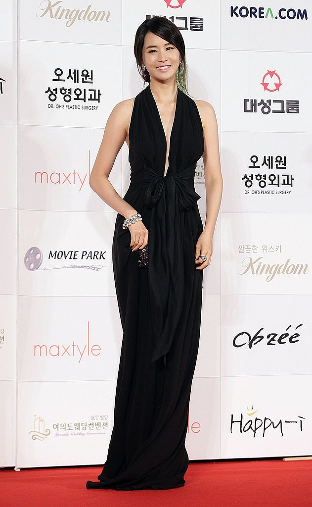Actress Lee Da-Hae arrives at the 46th Daejong Film Awards at Olympic Hall on November 6, 2009 in Seoul, South Korea.