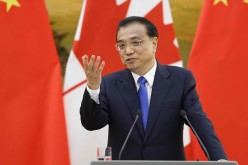 Premier Li Keqiang speaks at a press conference.