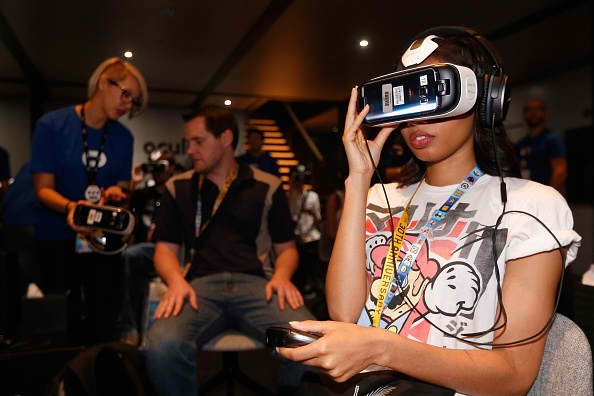 Online retailers want to shift to virtual reality.