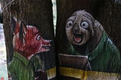 A fox and a sloth from the cartoon Zootopia have been painted on trees in Shangyou county in Jiangxi Province.