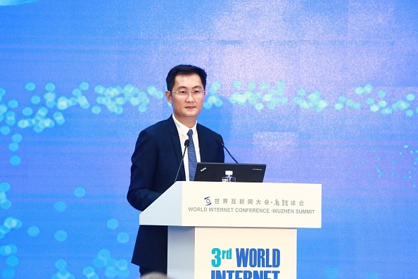 Robin Li speaks during the second day of the 3rd World Internet Conference.