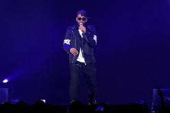 R. Kelly performs a song for his audience on his 'The Buffet' tour.