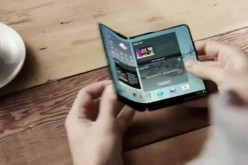 A user tries out a Samsung Galaxy X foldable phone concept to illustrate its bendy capabilities.