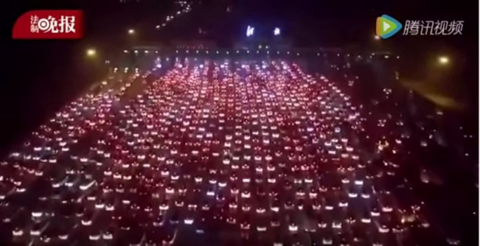 A drone captures jaw-dropping traffic jam at the expressway toll stations in Beijing and Hebei.