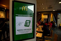 Customers can choose any McDonald's products on the vending machine and pay the bills all by themselves with banking card, WeChat or Alipay, etc.