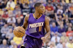 Brandon Knight of the Phoenix Suns dribbles the ball during the game against the Indiana Pacers at Bankers Life Fieldhouse on November 18, 2016 in Indianapolis, Indiana.