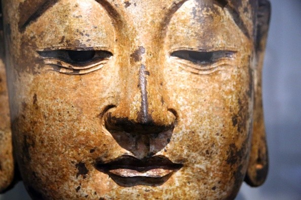 The ancient people built Buddha statues to pray for safety.