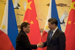 Philippine President Rodrigo Duterte (left) and Chinese President Xi Jinping shake hands after a signing ceremony.