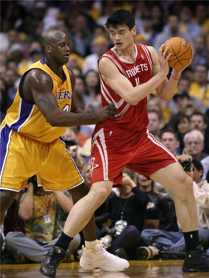 Yao Ming going head-to-head against fellow Hall of Famer Shaquille O' Neal