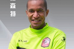 Vicente de Paula Neto, the first foreign footballer to have played more than 300 games in China, signed a contract extension with his current club, Xinjiang Tianshan Leopard.