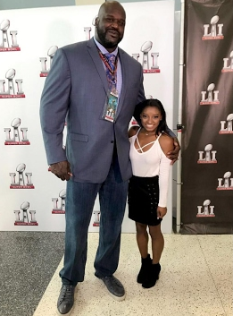 "7'1"" Shaquille O' Neal stands next to 4'8"" Simone Biles during the proceedings of Super Bowl LI."