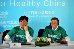 China's Baidu CEO Robin Li (L) and Microsoft founder Bill Gates at a press conference in Beijing.