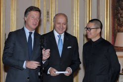 Founder and CEO of Chinese hotel group Huazhu, Ji Qi (R), French Foreign Minister Laurent Fabius (C) and Accor hotel group CEO Sebastien Bazin (L) give a press conference following their meeting.