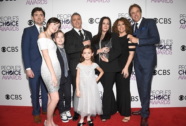 'Man with a Plan' stars Matt Cook, Grace Kaufman, Matthew McCann, Matt LeBlanc, Hala Finley, Liza Snyder, Diana Maria Riva and Kevin Nealon pose in the press room during the People's Choice Awards 2017.