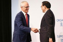 Premier Li Keqiang met with Australian Prime Minister Malcolm Turnbull to discuss ties and seal trade deals.