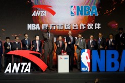 A contract signing ceremony between Anta and the NBA