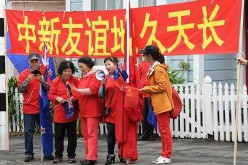 Chinese residents in New Zealand welcome the arrival of Premier Li Keqiang.