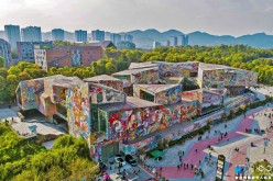The Luo Zhongli Art Museum, spanning about 23,000 kilometers, had its outside wall of tiles painted with real artworks.