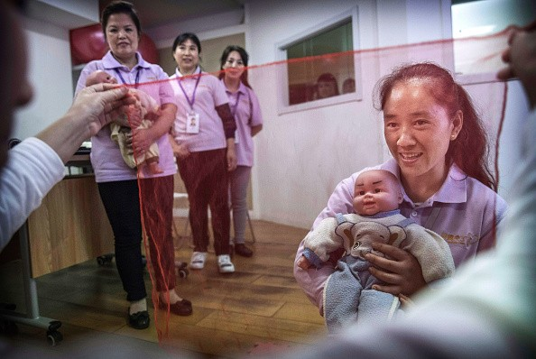 Chinese nannies are now in demand in families in the United States.