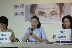 Zhang said he was inspired to seek asylum in Taiwan by the campaign of Lee Ching-yu (pictured, center) to
