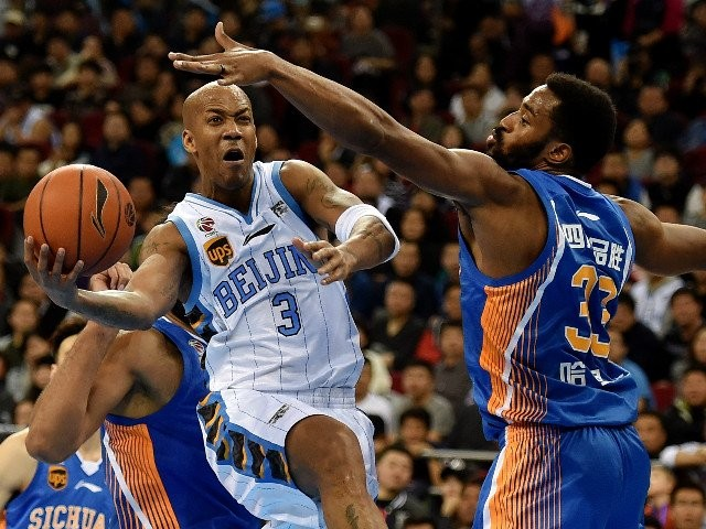 Stephon Marbury shows his skills during a CBA game.