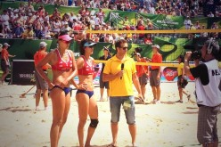 Beach volleyball players Zhang Xi (middle) and Chen Xue during the 2013 Beach Volleyball Women's Championships.