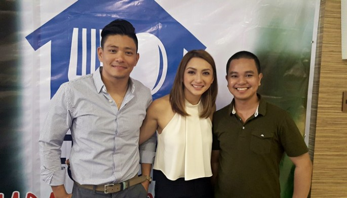 "Drew Arellano and Iya Villania pose with Conan Altatis at the ""Home Foodie"" Season 3 blog conference at San Miguel Purefoods Culinary Center, Pasig City, Philippines on May 8, 2017."