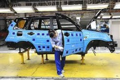 A Chinese economy expert has predicted an upcoming decline in the country's automotive industry.