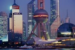 Shanghai expands its global clout by attracting more foreign experts into the city.