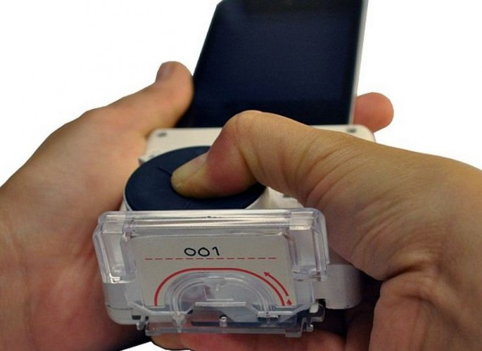 Smartphone dongle that detects HIV and syphilis