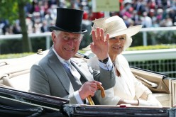 President Xi, along with his wife, was greeted by Prince Charles on behalf of the Queen. Later on they traveled to Horse Guards Parade for the ceremony where thousands of people awaited.